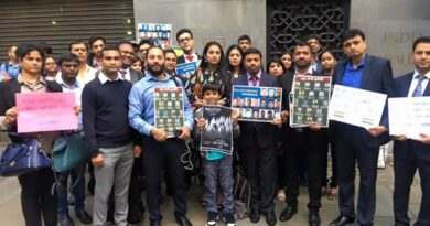 Indians paying tributes to Uri bravehearts at London
