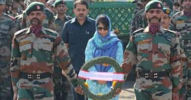 CM Mehbooba during wreath laying ceremony of soldiers martyred in Uri attack.
