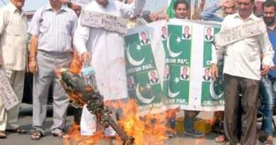 Activists burning Pakistani flags against terror attack on army .