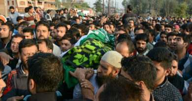 kashmir-people-carrying-the-body-of-11-year-old-junaid-who-was-killed-in-forces-action-during-fresh-clashes-in-srinagar-umar-ganie-05
