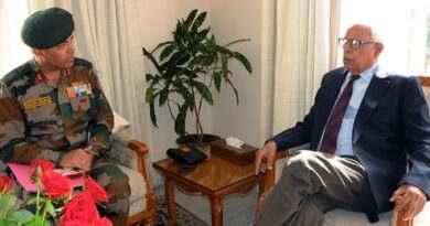 10-governor-meeting-maj-gen-sanjeev-k-sharma-goc-26-inf-div