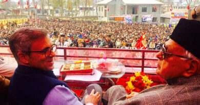 dr-farooq-abdullah-and-mr-omar-abdullah-addressing-workers-rally-at-kishtwar