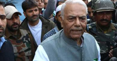 Srinagar: Senior BJP leader and former Finance Minister Yashwant Sinha talks to press after meeting separatist leaders in a fresh bid to break a logjam after more than three months of deadly unrest in the Kashmir Valley in Srinagar on Oct 25, 2016. (Photo: IANS)