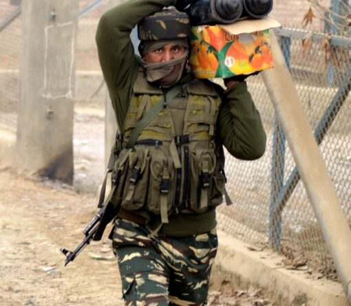 kashmir-an-army-jawan-moves-towards-the-house-during-40-hour-long-encounter-in-which-two-militants-were-killed-at-arwani-in-anantnag-umar-ganie-04