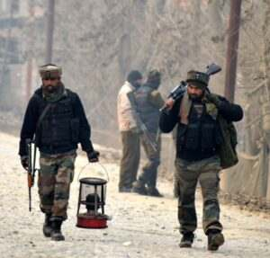 kashmir-army-personnel-moves-towards-the-house-during-40-hour-long-encounter-in-which-two-militants-were-killed-at-arwani-in-anantnag-umar-ganie-02