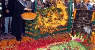 cm-at-dargah-hazratbal-2