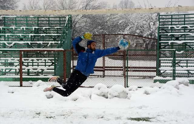 kashmir-a-goalkeeper-stops-a-goal-during-fresh-heavy-snowfall-in-srinagar-umar-ganie-014-1