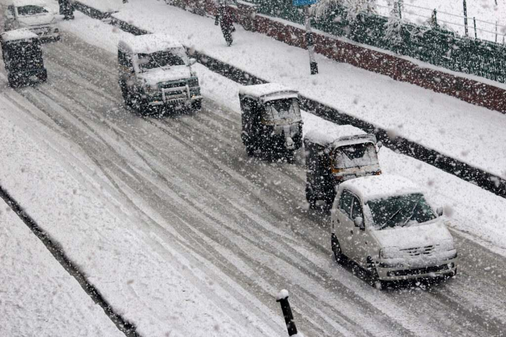 kashmir-vehicles-moves-slowly-on-snow-covered-road-during-first-major-snowfall-in-srinagar-umar-ganie-015