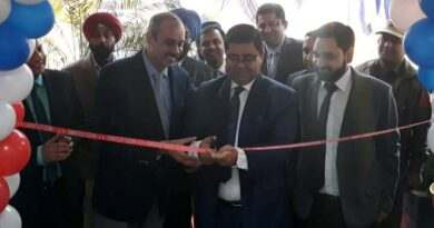 (From l to r) Puneet Kapoor, Sr EVP, Kotak Mahindra Bank with Rajesh Kumar Shavan, Vice Chairman, Jammu Development Authority (JDA) inaugurated the KC Plaza branch. (JKNT Pic)