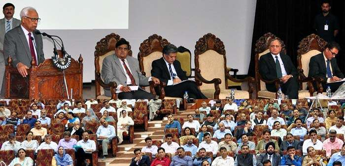 governor-addressing-seminar-on-rti-act-organised-by-state-information-commission-14