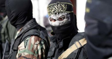 Members of the Palestinian Islamic Jihad Movement and masked militants attend the funeral of comrades killed in an Israeli operation to blow up a tunnel stretching from the Gaza Strip into Israel during their funeral in the Bureij refugee camp, in central Gaza, on October 31, 2017.  Seven Palestinians were killed as Israel blew up what it said was a tunnel stretching from the Gaza Strip into its territory, a rare case of such an incident since a devastating 2014 war. / AFP PHOTO / THOMAS COEX