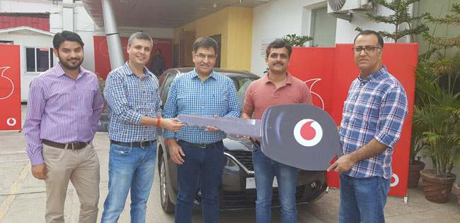 VODAFONE OFFICIALS FELICITATE 'PLAY TO WIN' SEASON 20 WINNER FOR J&K, HANDOVER CAR KEYS TO WINNER . JKNT Pic
