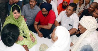 cm-visit-r-s-pura-condoles-with-shelling-hit-families-21