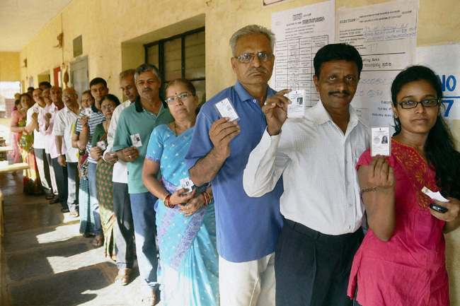 Hubli: People in queue to caste their vote for Karnataka assembly elections at Rotary Deaf School booth in Hubli on Sunday. PTI Photo(PTI5_5_2013_000037B)