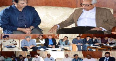 governor-presiding-over-a-meeting-reg-flood-situation-in-kashmir-01