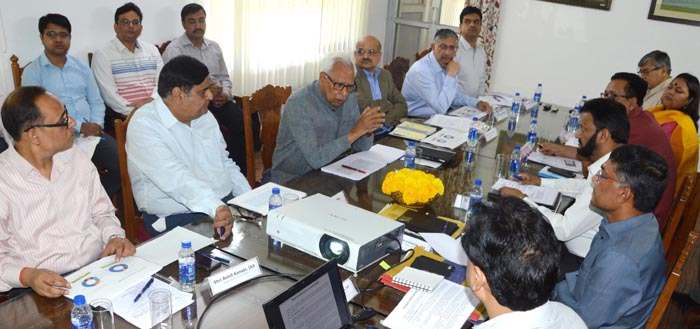 governor-reviewing-power-sector-schemes-implementation-2