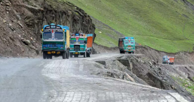 One-way traffic resumes on Srinagar-Leh highway