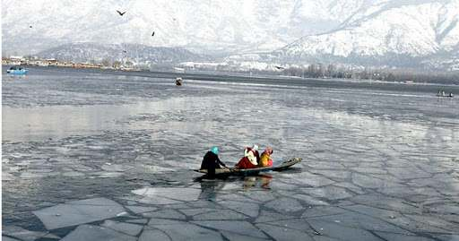 Dal Lake freezes as mercury plummets in J&K – JK News Today